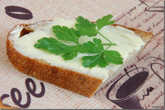 01-chléb s máslem